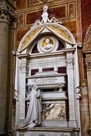 7771455-rossini-tombe-bus-statuts-basilique-santa-croce-cathedrale-de-florence-italie