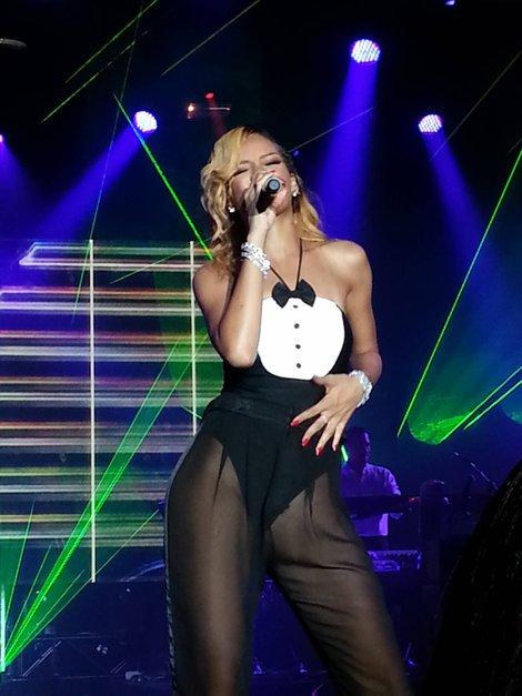 Rihanna-monxxq519_ma_concert-12248340