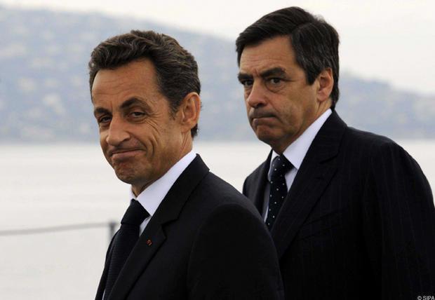 Politique et politesse : Sarkozy s'efface devant Fillon - Le buzz ...