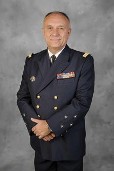 Vice-amiral-d-escadre-yves-joly-prefet-maritime-mediterranee-c-sebastien-chenal-marine-nationale_article_demi_colonne