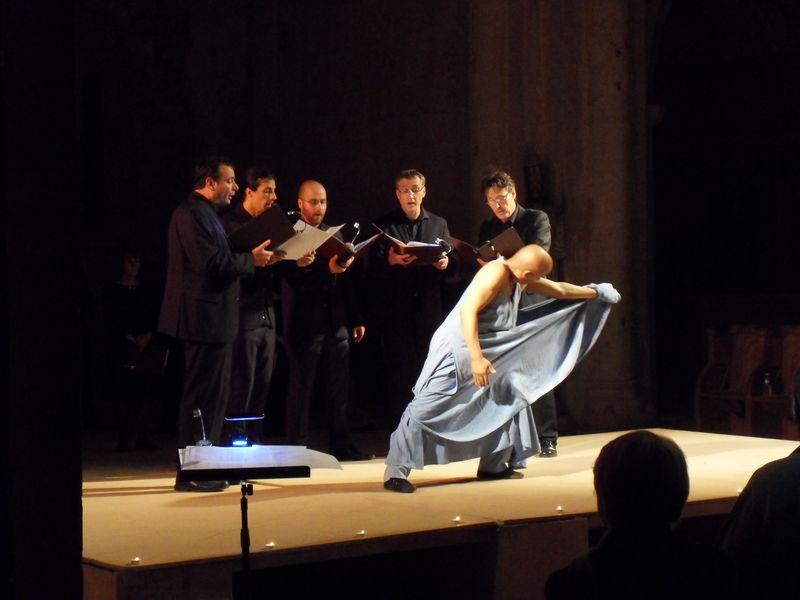 Concert à l'Abbaye du Thoronet avec un danseur soufi