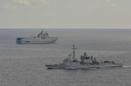 La-faa-jean-bart-et-le-bpc-mistral-en-entrainement-gabian-c-marine-nationale_article_pleine_colonne