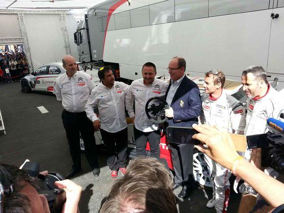 Sébastien Loeb offre sa Citroën DS3 à Albert II de Monaco