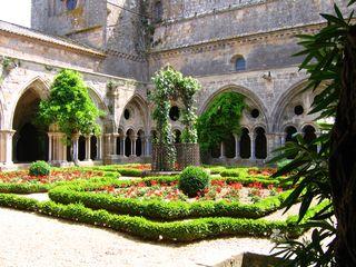 Cloitre_abbaye_de_Fontfroide (1)