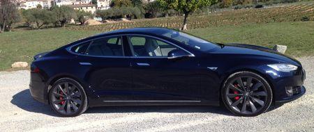 Tesla profil