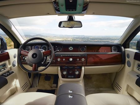 Rolls-Royce-Phantom_Extended_Wheelbase_2013_1024x768_wallpaper_0f